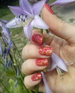 Pękający lakier do paznokci